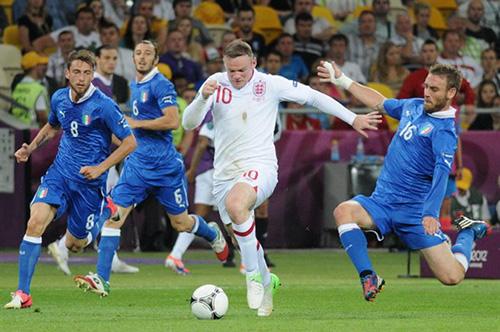 De Rossi Rooney Euro 2012